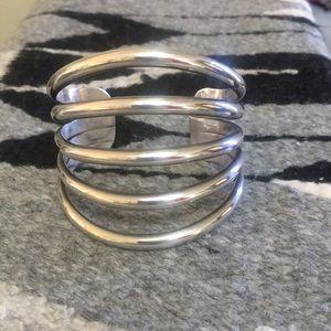 Jewelry - Beautiful silver bracelet/cuff